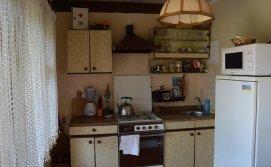 Кухня у будинку з номерами напівлюкс