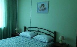 Спальня с балконом и видом на море. с кондиционером. тв. шкафом для одежды