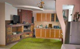 Кухня-студия с камином