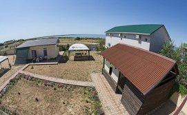 Территория мини-отеля Антика в Кирилловке