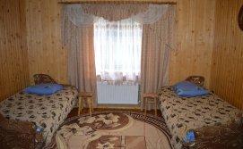 Чотиримісна спальня на першому поверсі