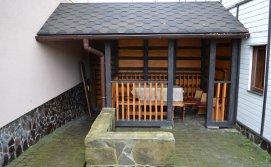 Приватна садиба На гірському схилі - альтанка поряд з будиночком з сауною