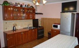 Кухня-столова на першому поверсі