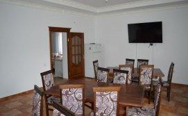 Їдальня на першому поверсі Бойківський маєток