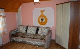 Розкладний диван сімейного номеру  Котеджу Берегиня