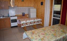 Кухня апартаментів на 10-15 осіб