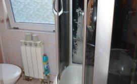 Одна з ванних кімнат апартаментів на 10-15 осіб