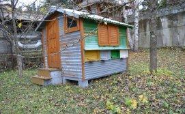 Будиночок на бджолах на території Смерекового Маєтку