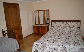 Тримісна кімната в будинку з господарями
