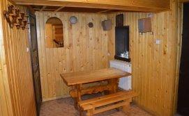 Кімната відпочинку в сауні на території маєтку Смерековий