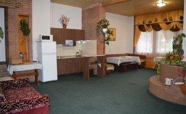 Приватна садиба Анна-Марія 1 - простора вітальня-кухня на першому поверсі