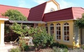 Кухня с верандой, крытая беседка отдельные строения.