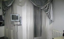 Кухня студия, зона отдыха телевизор.